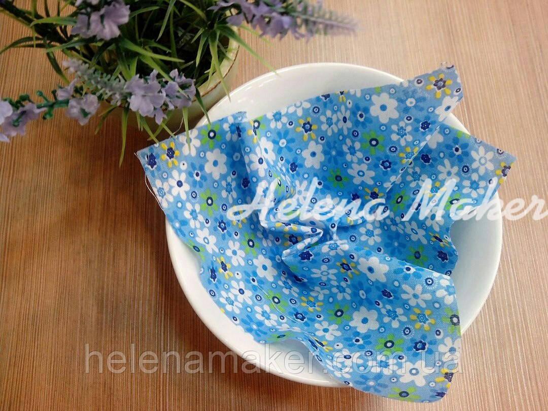 Відріз тканини для рукоділля Блакитний в різнокольорові квіти