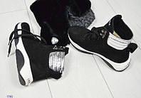 Женские зимние замшевые ботинки спортивного стиля