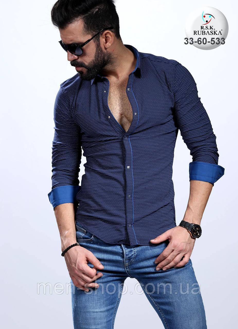 Стильная мужская рубашка приталенного пошива