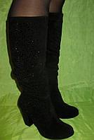 Зимние сапоги из натуральной замши декорированные стразами на каблуке.
