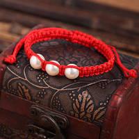 Браслет Красная нить с тремя искусственными жемчужинами, фото 1
