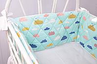"""Бортик-защита в кроватку """"Улитка"""" Облачка на бирюзе на половину кроватки для ребенка ТМ MagBaby Разноцветный 130552"""