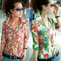 Рубашка с цветочным принтом.