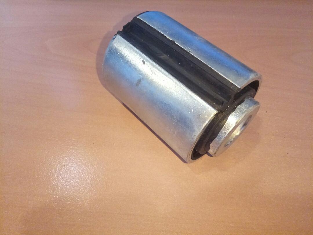 Втулка рессоры EuroCargo 95E15/21-135E18/23 STR-120141