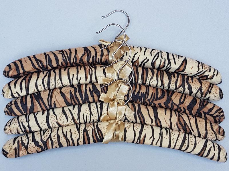 """Длина 38 см. Плечики сатиновые мягкие """"тигр"""", 5  штук  в упаковке"""