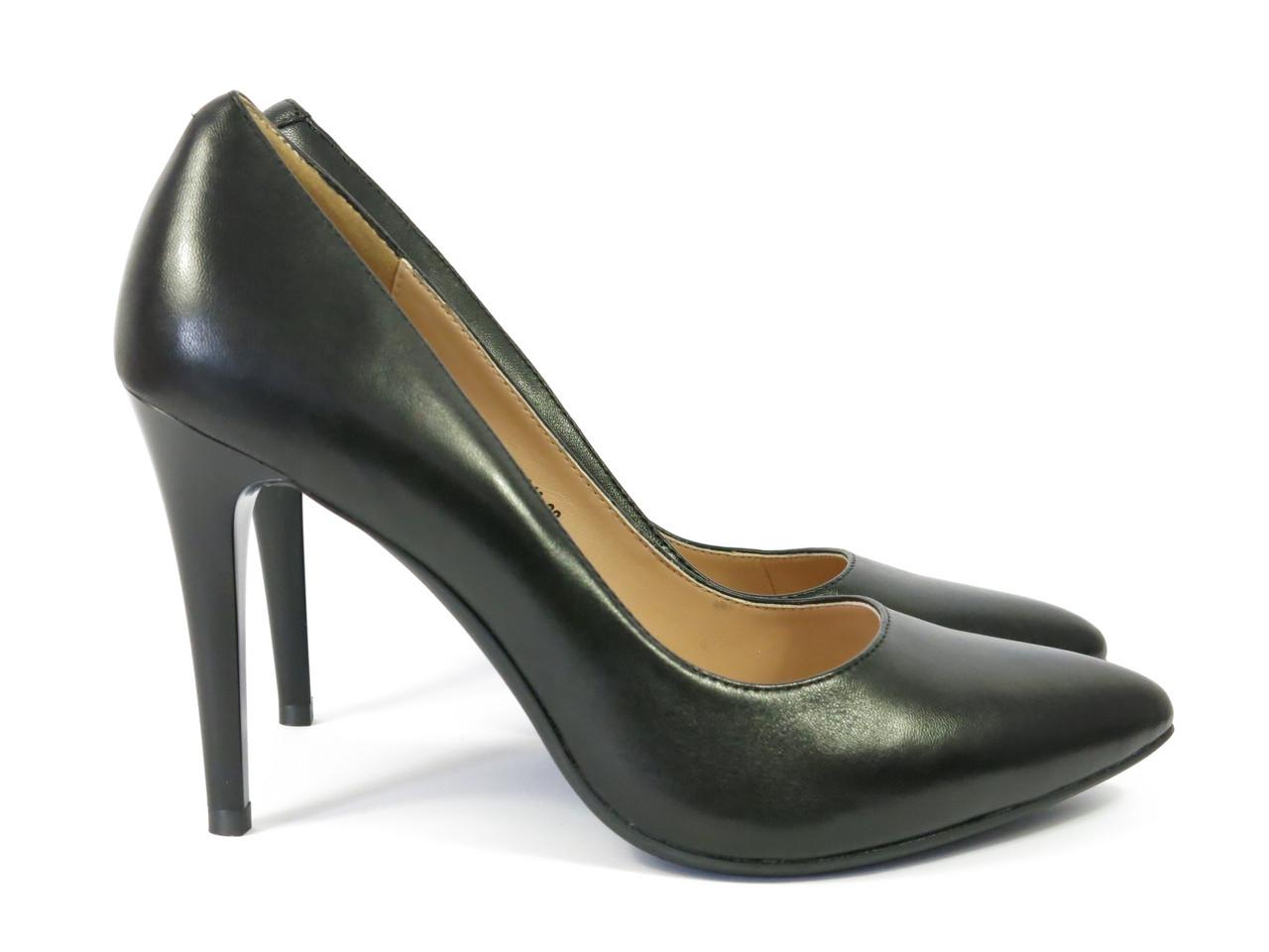 Женские туфли на узком каблуке кожаные черные