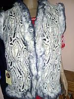Телий жіночий жилет із овчини чорно-сірі розводами, сіра опушка