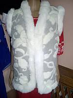 Теплий жіночий жилет із овчини  біла опушка узор білий