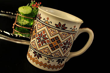 Чашка Вышиванка, бело-коричневая