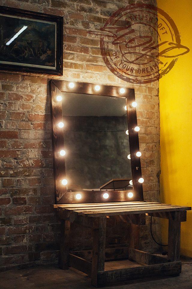 Зеркало с подсветкой для дома, салонов красоты, фотостудий, кафе, торговых помещений