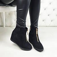 Женские зимние ботинки чёрные на танкетке