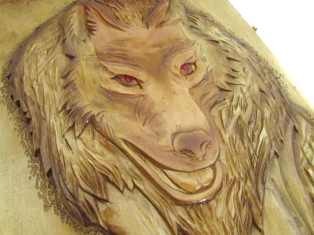 Наружная сторона нард крупным планом,если заметили,мастер сделал глаза волка красными-эта изюминка подчёркивает красоту этих нард.