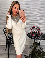 Женское стильное платье декорировано  стразами