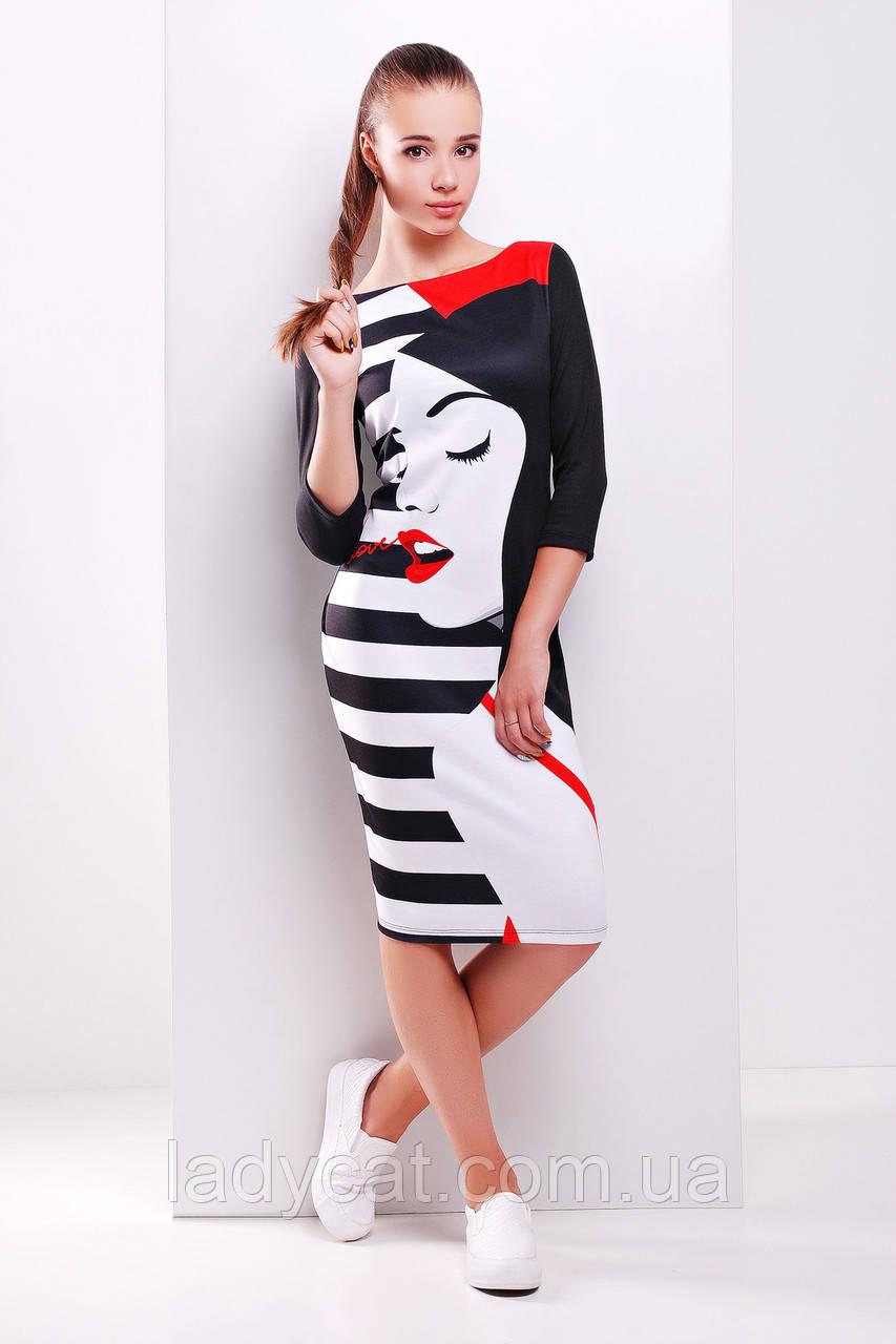 Молодежное черное платье мидис модным принтом