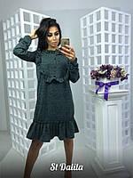 Красивое и модное платье декорировано воланами