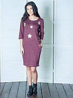 Бордовое трикотажное платье с принтом звездочки