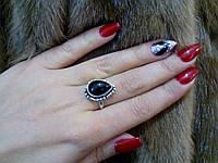 Аккуратное кольцо - черный оникс в серебре.