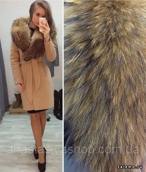 Шикарное пальто с мехом енота