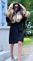 Зимнее пальто с опушкой меха енота