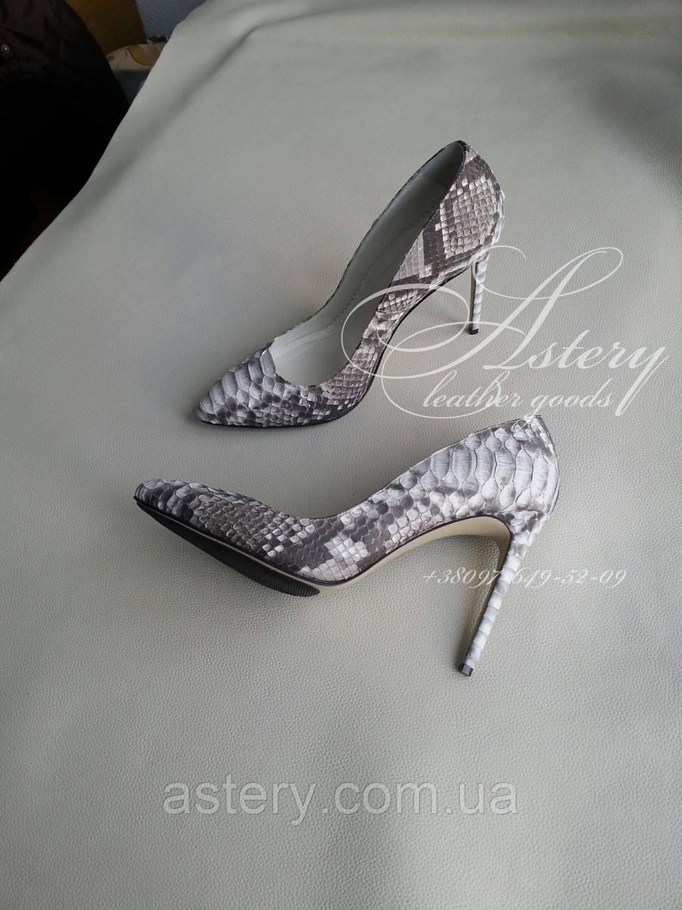 Жіночі туфлі з натуральної пітона