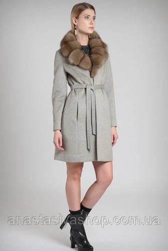 Эксклюзивное пальто с мехом соболя.