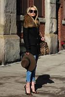 Молодежное зимнее пальто с воротником из енота