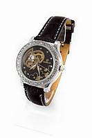 Женские механические наручные часы Goer серебристые с камнями с черным ремешком