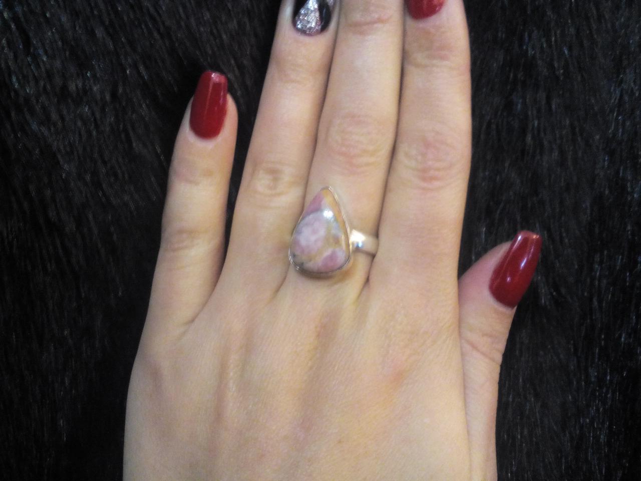 Кольцо капля с родохрозитом кольцо с камнем родохрозит в серебре 17-17,5 размер.
