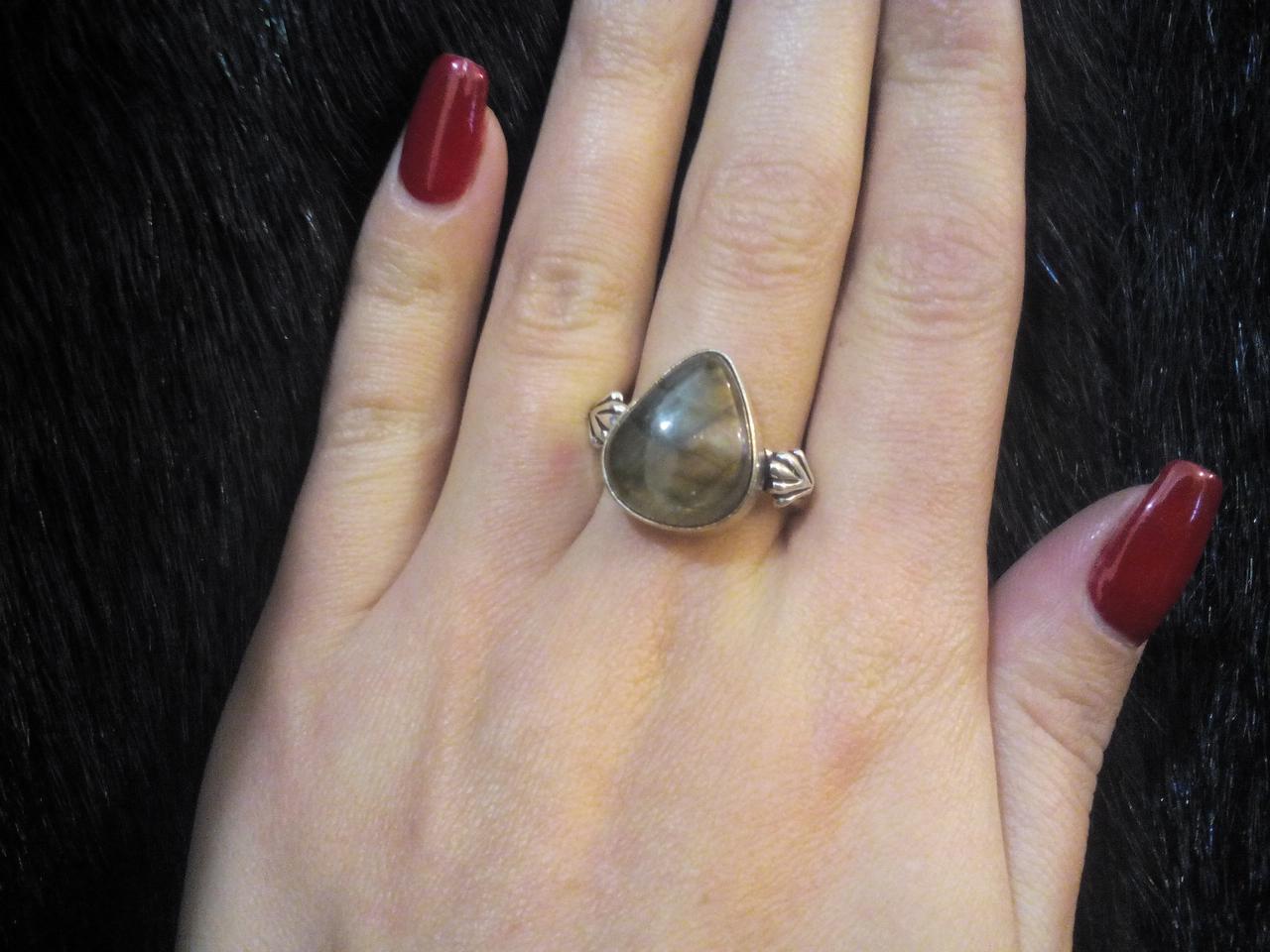 Красивое кольцо с камнем лабрадор в серебре размер 20,5 Индия
