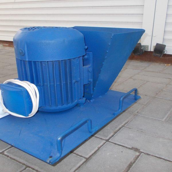 Зернодробилка ДКУ, 3 кВт, до 300 кг/час