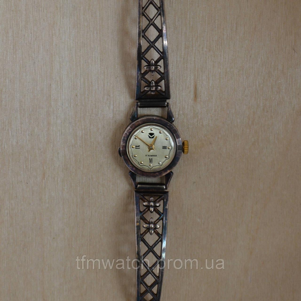 Часы наручные женские механические чайка ремонт кварцевых наручных часов советского производства