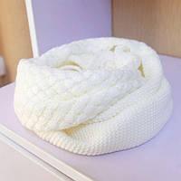 Стильный теплый вязанный женский шарф-хомут снуд с двойным типом вьязки белого цвета