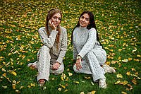 Женский вязаный костюм (свитер и брюки), фото 1