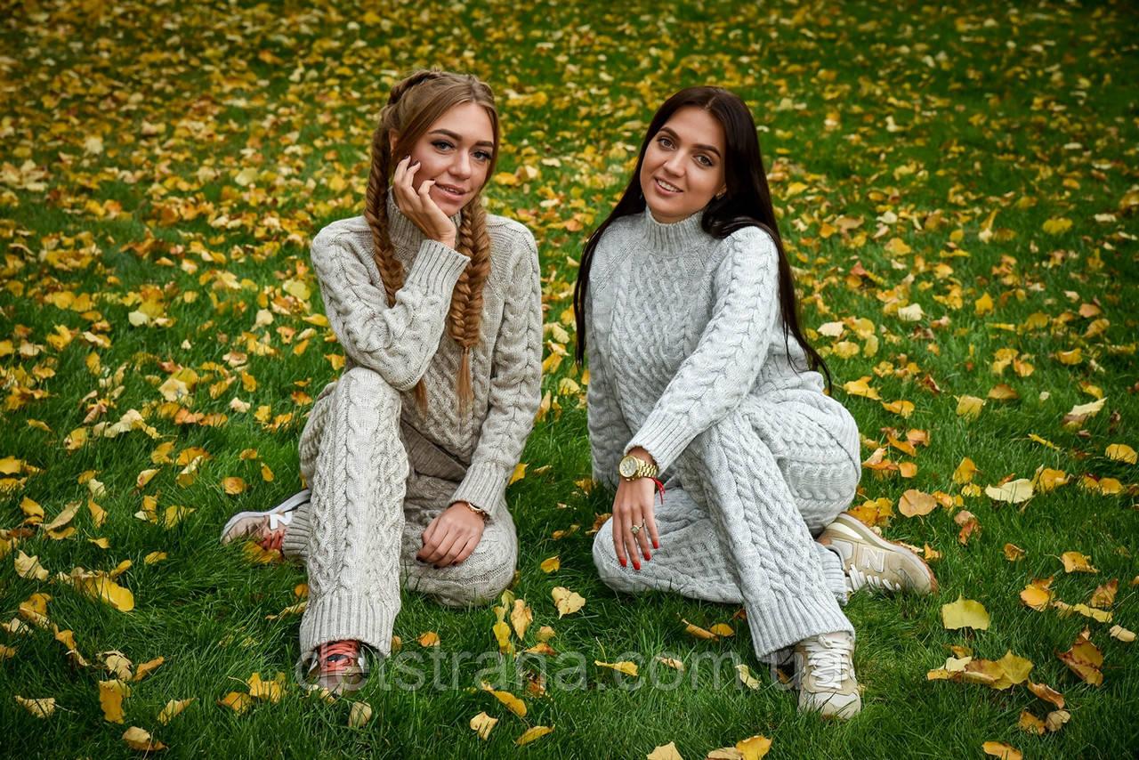 Женский вязаный костюм (свитер и брюки)