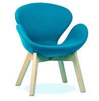 Кресло Сван Вуд Армз голубое на деревянных ножках реплика Arne Jacobsen Swan wood arms