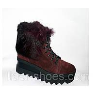 Женские ботинки на танкетке замшевые