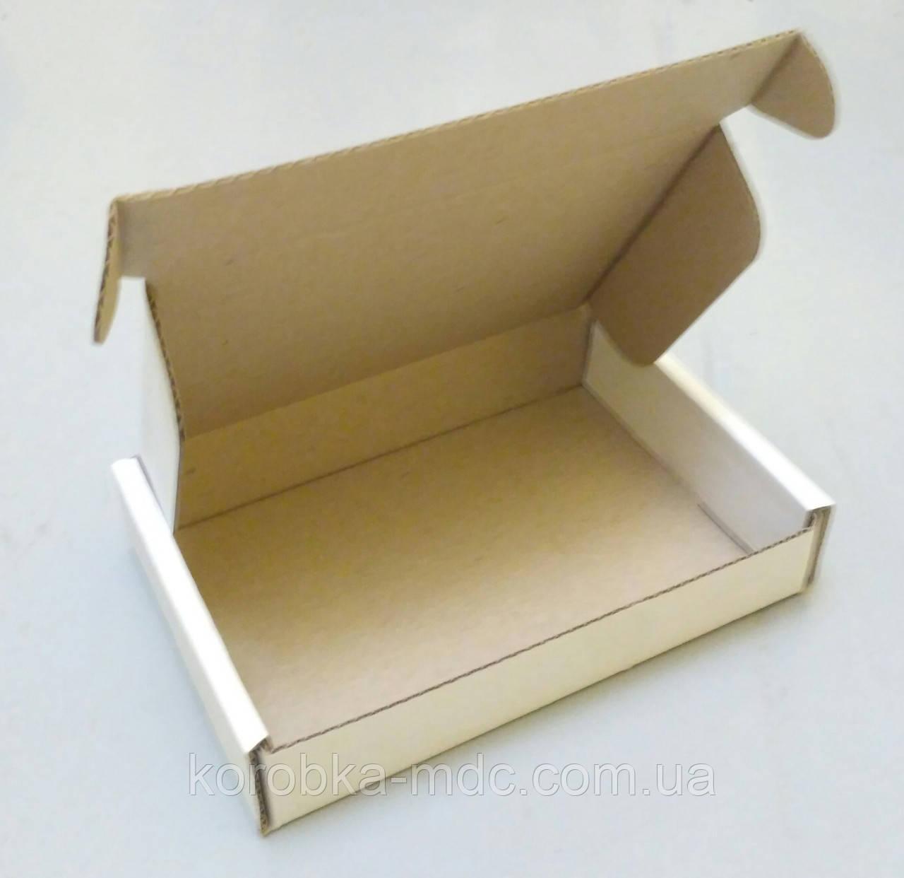 Коробка белая 152х105х32