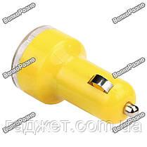 Универсальное автомобильное зарядное устройство  с двумя  USB портами желтого цвета., фото 3