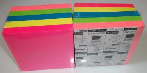 Бумага цветная яркая для заметок с клеем