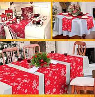 Новогодняя дорожка на стол красная со снежинками 120*40см