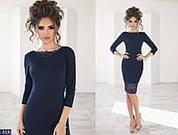 Стильное темно синее трикотажное платье карандаш с кружевом. Арт-12947