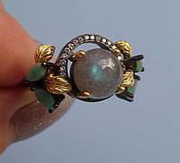 Серебряное кольцо с лабрадоритом и изумрудами в черной позолоте Размер 17.75