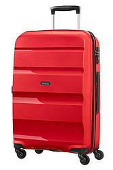Средний пластиковый чемодан Bon Air на 4-х колесах