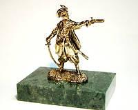 Козак бронзовая статуэтка на подставке
