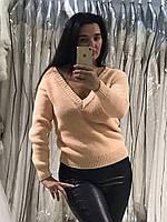 Вязаный женский свитер с оригинальным модным вырезом