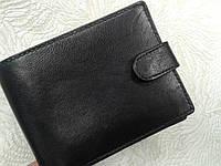 Бумажник мужской кожаный черного цвета SWAN