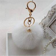 Меховый помпон брелок на сумку, рюкзак, ключи (белый)