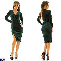 Стильное зеленое бархатное платье с отделкой кружево.  Арт-11013