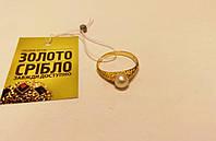 Кольцо золотое 750  пробы. Вес 2,36 грамм. 17,5 размер. С жемчужиной.