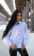 Белая рубашка из хлопка с брошью
